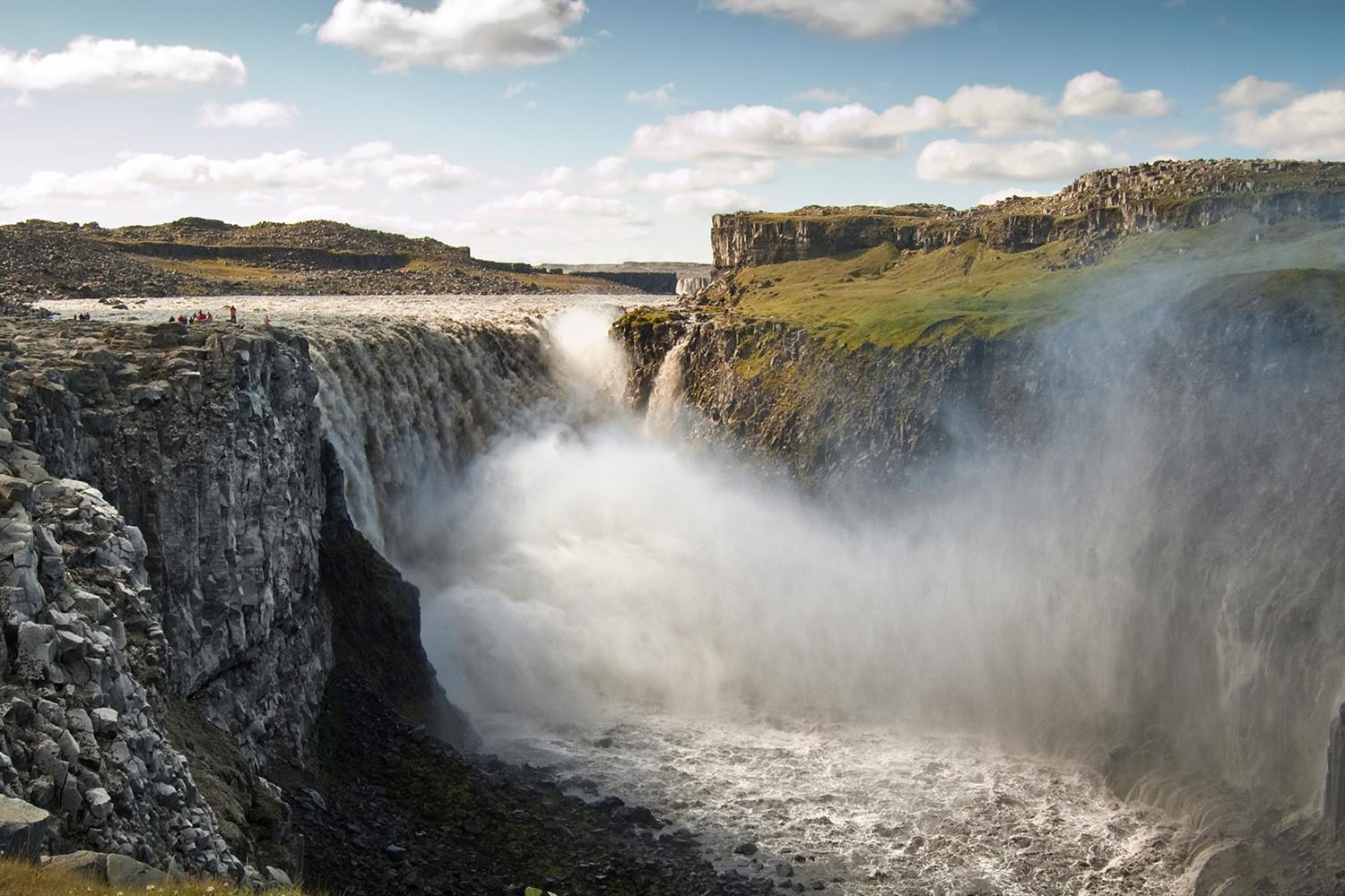 dettifoss-north-iceland-wolfare